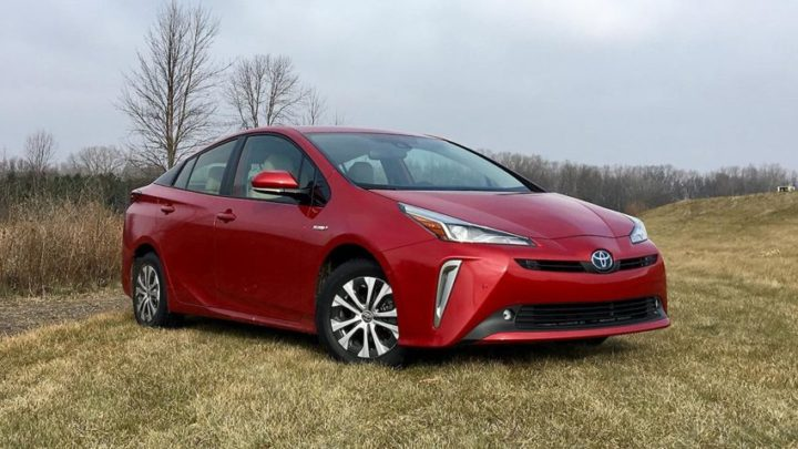 2019 Toyota Prius AWD-e is a 50-mpg hybrid that makes fuel economy fun