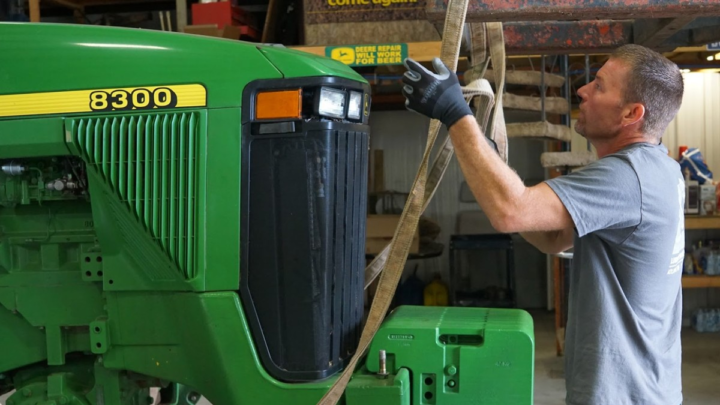 Elizabeth Warren Calls for a National Right-to-Repair Law for Tractors