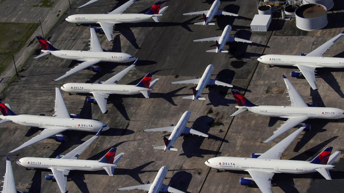 U.S. airlines sitting on $10 billion owed to consumers for canceled flights, lawmakers say