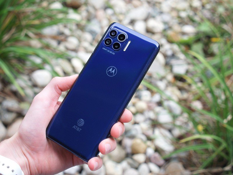 Motorola One 5G review: Awkward middle child