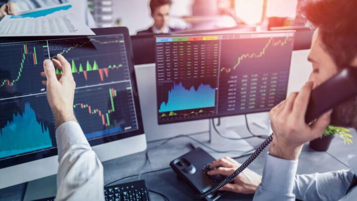 FTSE 100 ends higher but Wall Street dithers after mixed jobs report